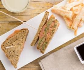 Club Sandwich salmone, avocado con carotine e salsa teriyaki