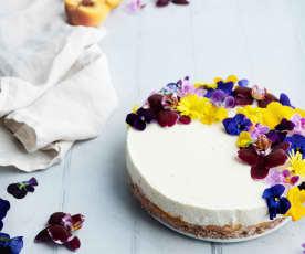 Cheesecake alle pesche con fiori eduli