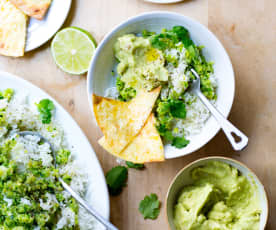 Riz aux courgettes, guacamole et tortillas