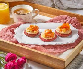 Desayuno en cama: Blinis de betabel con salmón