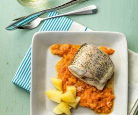 Ryba s bramborami a rajčatovou omáčkou