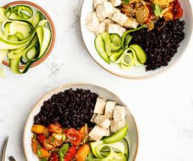 Legumes assados com arroz preto e tofu marinado