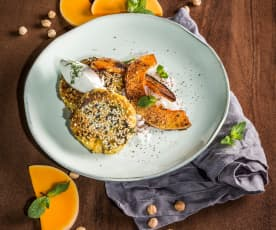 Kichererbsen-Reis-Laibchen mit Ofenkürbis und Labneh