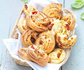 Petits pains farcis à la tomate cerise et au poivron