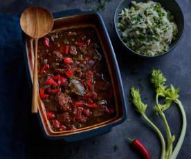 Carne guisada com molho de tomate e arroz de ervilhas