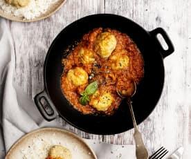 Almôndegas com molho de tomate e arroz