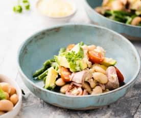 Insalata di legumi, tonno e avocado