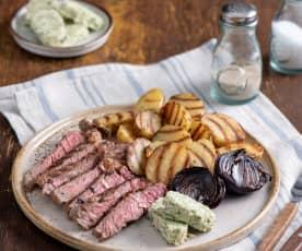 Grillowane steki wołowe z masłem cebulowo-ziołowym, młodymi ziemniakami i cebulą