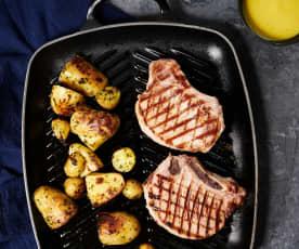 Costeletas de porco em sous-vide com molho de abacaxi e batatas assadas