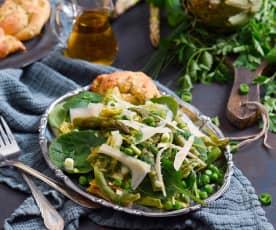Sałatka La vignarola z parmezanowymi supełkami