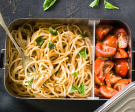 Espaguetis integrales con salsa Alfredo