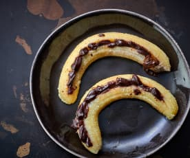 Cozer 4 bananas com chocolate