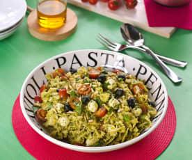 Ensalada italiana de pasta con pesto