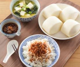 迷你小饅頭、古早味雞肉飯&豆腐味噌湯