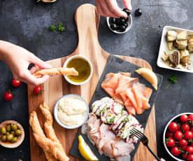 Plato de mariscos con pulpo, carpaccio de pez espada y salmón ahumado
