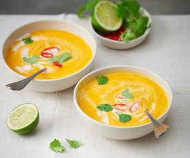 Velouté de lentilles corail au curry thaï et lait de coco