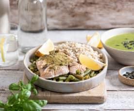Łosoś na parze z pesto i pęczakiem, zupa krem ze szpinaku i brokułów