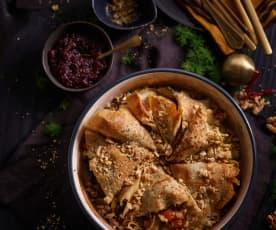 Crepes de trigo sarraceno com legumes assados e molho de cranberries e nozes