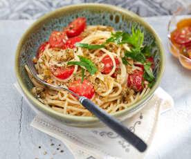 Spaghetti mit Tomaten-Kapern-Öl