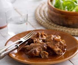 Manitas de cerdo guisadas en salsa (Cocción lenta)