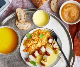Velouté potimarron, boulgour avec carottes, brochettes poulet-chorizo et compotée pommes-cannelle