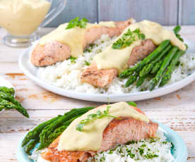 Salmón con brócoli, arroz y salsa holandesa de limón TM6