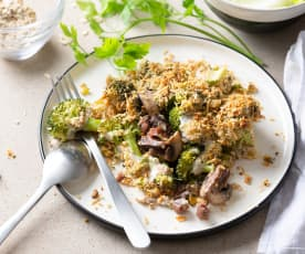 Gratinado de brócoli, champiñón y jamón con crumble de frutos secos