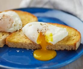 Poached eggs with blade cover