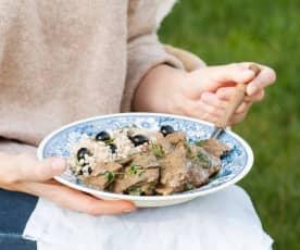 Gulasz wołowy z grzybami i rozmarynowym pęczakiem