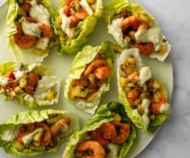 Łódeczki z sałaty z kajuńskimi krewetkami i ananasową salsą