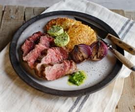 Steaks mit Würzbutter, Erdäpfelrösti und Zwiebeln
