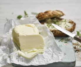 Domácí máslo se zakysanou smetanou
