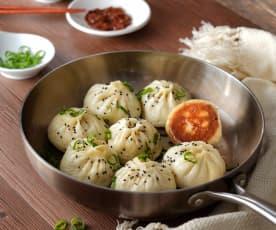 Dumplings rellenos de carne a la plancha