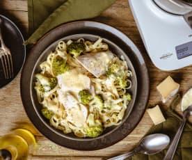 Tagliatelle de brocolis, poulet et sauce Saint-Nectaire