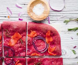Schiacciata au saumon fumé et oignon rouge