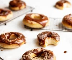Hefe-Donuts mit Karamellglasur