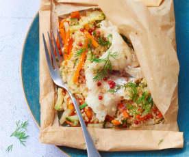 Papillote de merlu, semoule complète et légumes