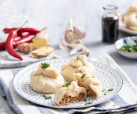 Orientalne bułeczki na parze z mięsem drobiowym z rosołu