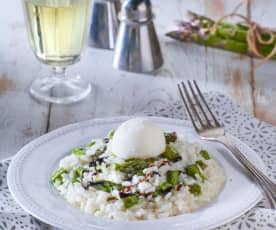 Risotto con asparagi, gelato al Parmigiano reggiano e aceto balsamico