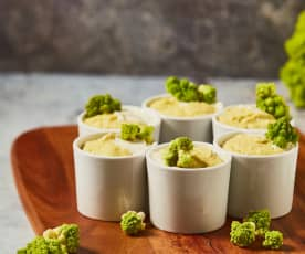 Mini soufflé al broccolo romanesco con fonduta al caprino
