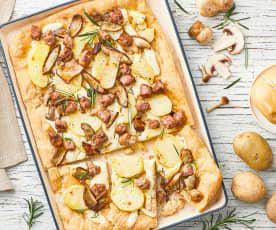 Pizza con patate, funghi porcini e salsiccia