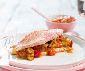 Salmonetes con pisto de verduras