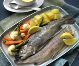 Trout with hollandaise sauce