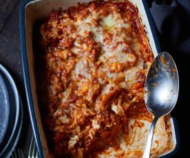 Gratinado de verduras y gurullos con salsa de tomate y berenjena
