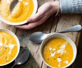 Soupe de légumes d'hiver au lait d'amande