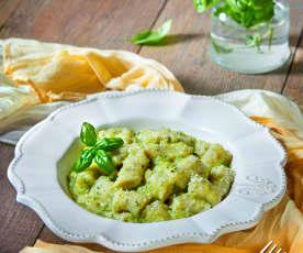 Gnocchi al basilico e menta con salsa alle zucchine