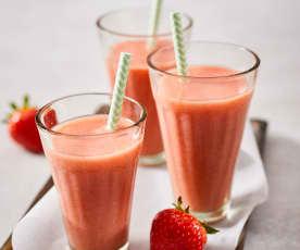 Erdbeer-Pfirsich-Drink mit Ingwer