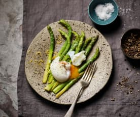 Sous vide asparagus with poached eggs (TM6)