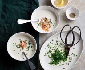 Ajo blanco com salmão e cebolinho