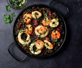Arroz negro con calamares y gambones fritos (Cocción de arroz)